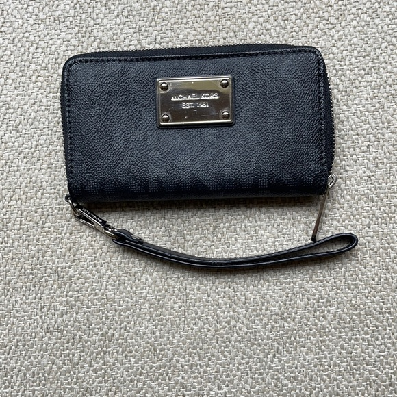 Michael's Kors wallet/wristlet